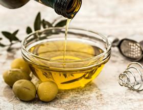 Španělský olivový olej nesmí chybět v letní kuchyni