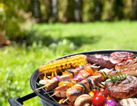 Zahradní gril 5x jinak aneb Každý typ má své výhody i nevýhody